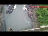 צפו : נערה שנקרע לה חבל הבנג'י בזמן הקפיצה