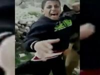 """הופץ צילום של חיילי צה""""ל מתעללים בילד פלסטיני באמצעות כלבים"""