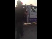 תיעוד: שוטר תוקף נער בחוף באשדוד