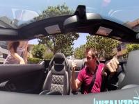 הבחור הזה גורם לבחורות יפייפיות לעלות לרכב שלו בלי לדבר מילה רק צפצוף אחד והן ברכב