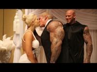 צפו - זו החתונה הכי מוזרה מקועקעת ומלאת שרירים שתראו בחיים