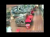 מזעזע: הורים הכניסו את הילד למכונה הכביסה - שהחלה לפעול במפתיע