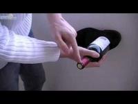 איך לפתוח בקבוק יין ללא פותחן