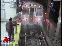 צפו: ניצלה בנס מדריסת קטלנית במסילת רכבת