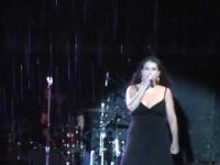 בתחילת ההופעה של מירי מסיקה , התחיל לרדת גשם