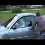סבתא עושה דריפטים במכונית BMW M3