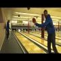 צפו: הוריד את כל הפינים בבאולינד עם כדור פינג פונג
