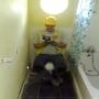 איך להוציא בנאדם לעבודה כשהוא מסתתר בשירותים