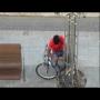 צפו: גנב אופניים נתפס על חם במצלמה