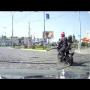 רוכב אופנוע התרסק על הכביש בגלל שנבהל מרוכב אופניים