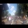 צפו: ג'יפ דרס קבוצת אופנוענים בלב ניו יורק ונמלט