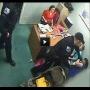 לעיני המצלמה: השוטר היכה אישה ללא רחמים מול בתה הפעוטה