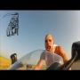 """צפו: רכיבה על אופנוע ב- 250 קמ""""ש ללא קסדה"""