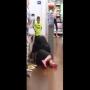 צפו: מאבק אלים פרץ בין שתי נשים בסופר