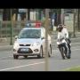 שוטרים מצליחים לתפוס אופנוען משתולל בכביש ורוכב נוסף ללא קסדה