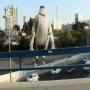 חבר משוגע!! קופץ למים בתעלה באיילון!!!